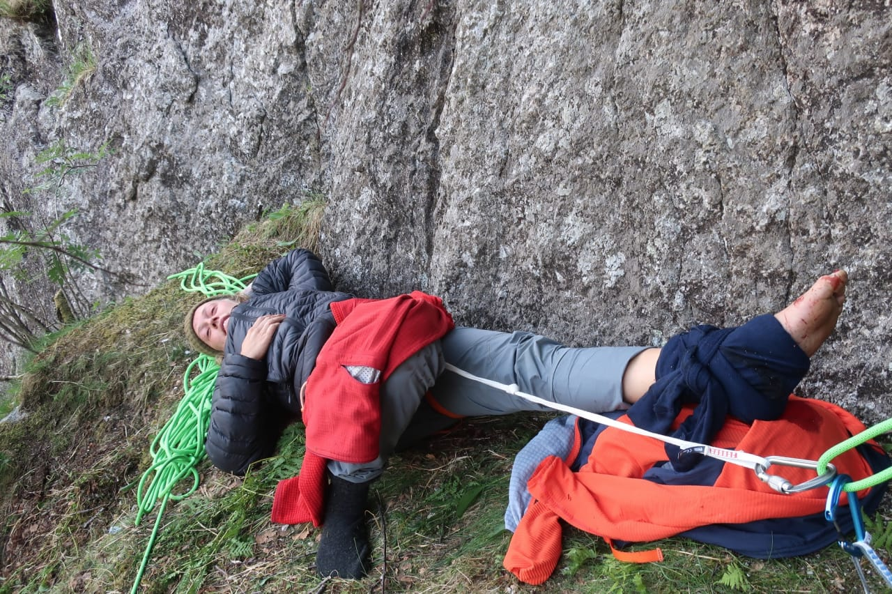 ETTER FALLET: En eller annen gang i løpet av åtte timer på en hylle i en enorm vegg. Bilde: Erik Grandelius