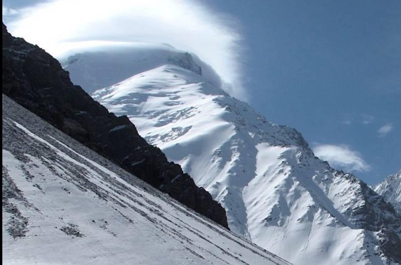 Noshaq (7492 moh) sett fra basecamp. Foto: Louis Meunier