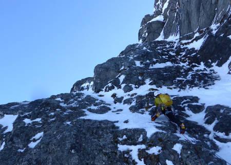 Nelson på første taulengde. Kompakt fjell til de grader! Foto: Toralf Furseth