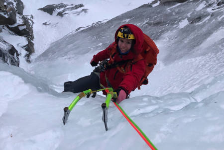 Aniek Lith nyter isen i Harstad. Foto: Christian Dramsdahl
