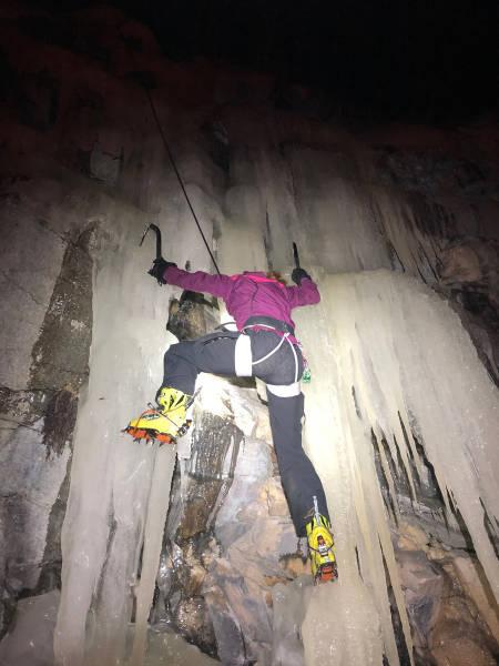 Heidi Holte på kveldstrening på lokalt crag ved Harstad. Foto: Christian Dramsdahl