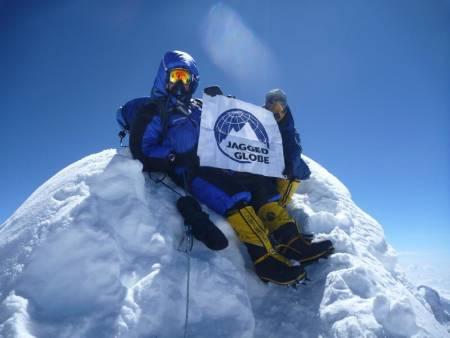 BRAGD: Tore Sunde-Rasmussen er en erfaren 8000-meter klatrer, her er han på Manaslu i Himalaya. Nå har 68-åringen notert seg for førstebestigning i verdens høyeste fjellkjede. Foto: Privat