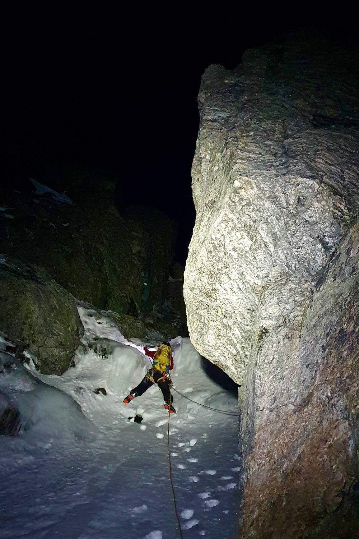 Alpin klatring etter mørkets frembrudd