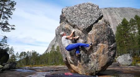 GJEST I KLATRING SIN LIVESENDING: Tina Jørgensen er en av mange klatreprofiler som deler på sin kunnskap om klatreferie i Norge her på norsk-klatring.no mandag kveld.