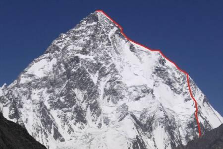 Blir 2021 året der K2 vinterbestiges for første gang? Inntegnet linje er Abruzzi Spur-ruta som var førstebestigningsruta tilbake i 1954.