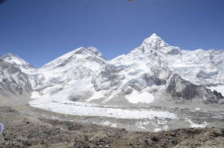 EVEREST, LHOTSE OG NUPTSE:  Det er altså mulig å dra til Nepal på turer og ekspedisjoner, men det er visse retningslinjer du må følge. Foto: Jyamchang Bhote
