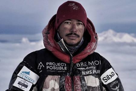 Nirmal Purja vinterbesteg K2 uten oksygen - var viktigere å fremme at det var de 10 nepaleserne som sto sammen på toppen den dagen. Foto: Project Possible / Nirmal Purja