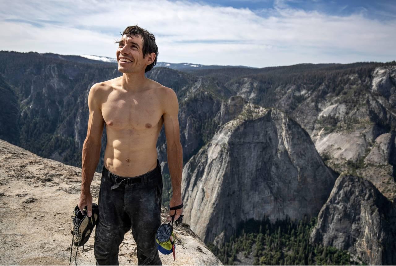 Alex Honnold på toppen av El Capitan etter å ha besteget ruta Freerider – uten tau. Foto: Regissøren av filmen, Jimmy Chin