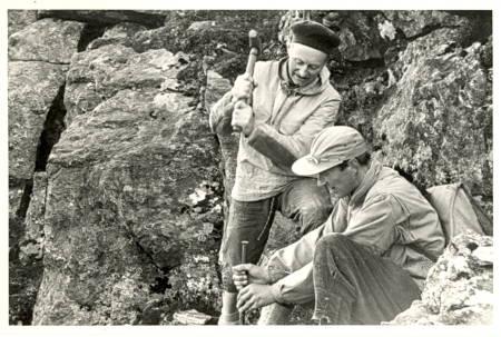 Arne Randers Heen slår den mest berømte bolten i Norge, i 1956, på Romsdalshorn.