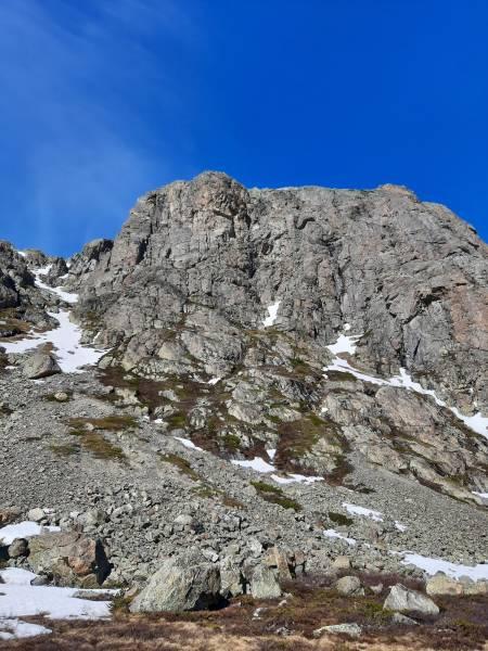 Skurvefjell øst med returen ned renna til venstre i bildet. Foto: Lisa Kvålshaugen Bjærum