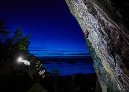 HVIL: Julie Myrmo Lervik klatrer Sort Enke (9-). Foto: Terje Aamodt