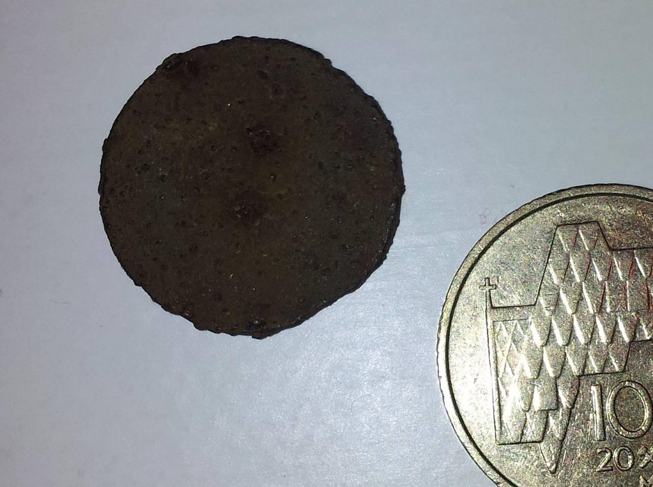 Mynten som ble funnet på Storen. Foto: Jørn Hoffsø Hjellnes