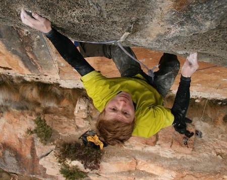 Magnus klatrer i Spania.
