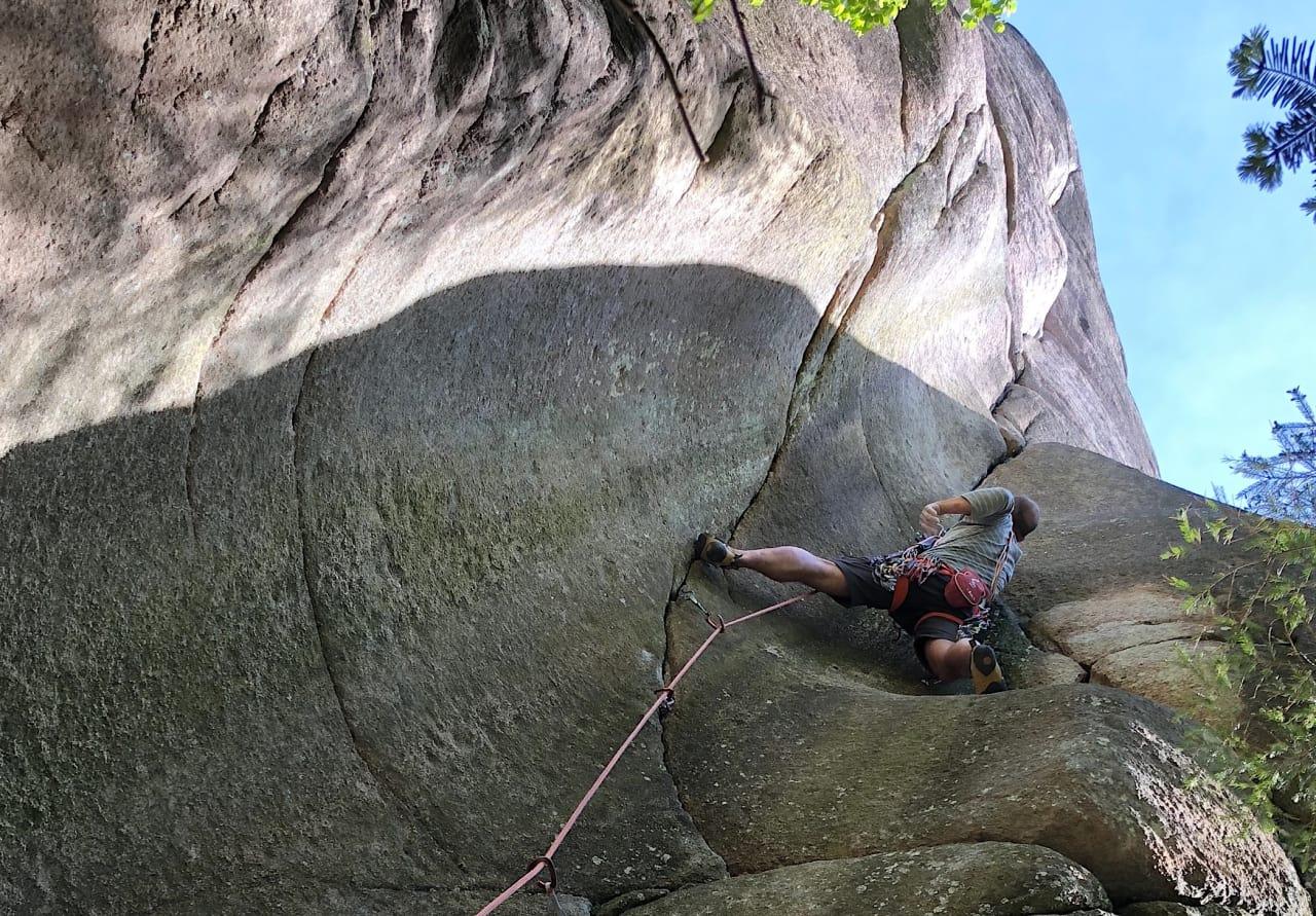 Angst i veggen? Hva kommer det av og hvordan får man den bort, når klatringen for det meste er trygg? Foto: Karoline Lund Hagen