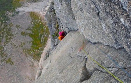 ALVOR: Klatrere er avhengig av venner – sikreren passer på at du som klatrer ikke dør. Men klatreres alvorlige engasjement for både etikk og stil er stor, og kan gå ut over både livskvalitet, vennskap og familie.