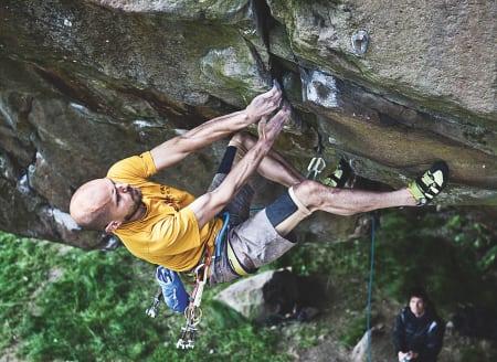 UTEN BOLTER: Erik Heyman leder Psykisk analys (9/9+) på naturlige sikringer, uten å bruke boltene. Foto: Martin Argus