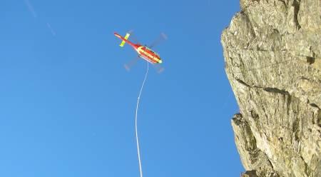 Øvelse: Klatrere som er med i de alpine redningsgruppene øver regelmessig med luftambulansen. Foto: Dan Halvorsen
