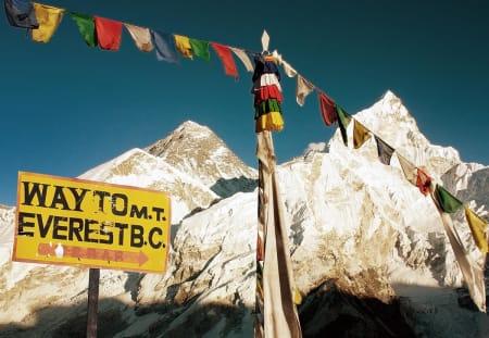 Både NKF og UIAA er bekymret for utviklingen i forhold til klatreturismen på Mount Everest. Foto hentet fra www.theuiaa.org