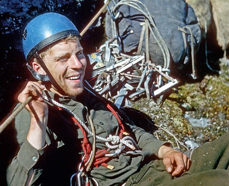 Trollveggen 1965: Forfatteren koser seg i solen. Søndagsklatrere vet hva som er viktig på tur. Foto Leif Norman Patterson.