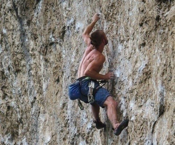 ITALIA: Christer klatrer på Massone, Arco, i 2010. Foto: Vibeke Sandemo