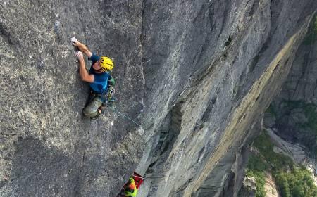 Er Sindre Sæther den beste nålevende klatreren? Her på Kjerag. Foto: Henning Wang