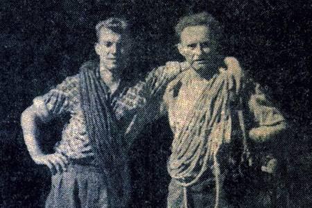 Ralph Høibakk og Arne Randers Heen hhv 22 og 53 år gamle, på Åndalsnes etter førstebestigningen av Trollryggen i 1958. Faksimile fra Åndalsnes Avis
