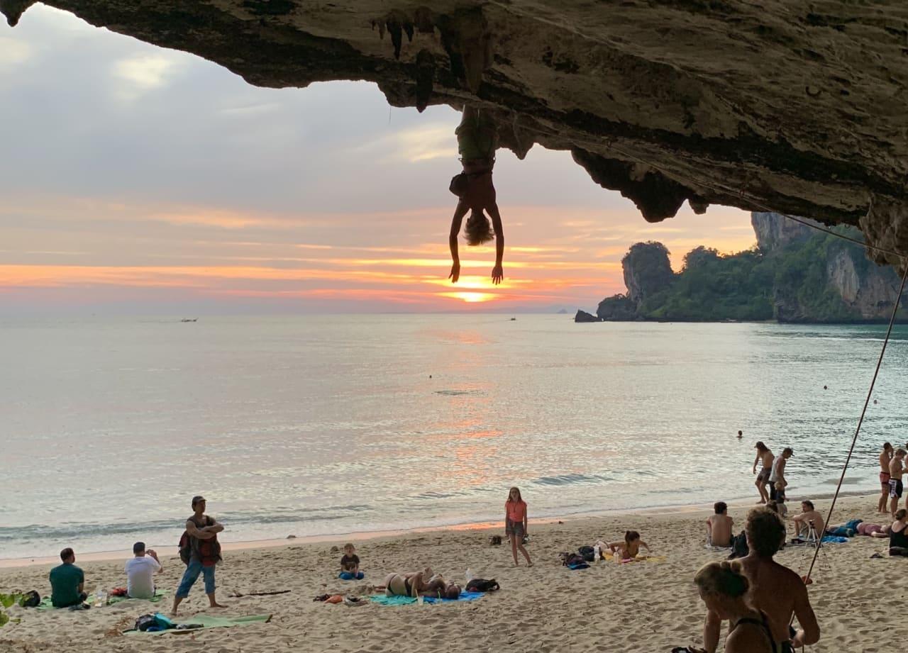 Trym Skuggen Landmark går Gaeng som pla (7c+) i Thailand. Foto: Jon Egil Auestad