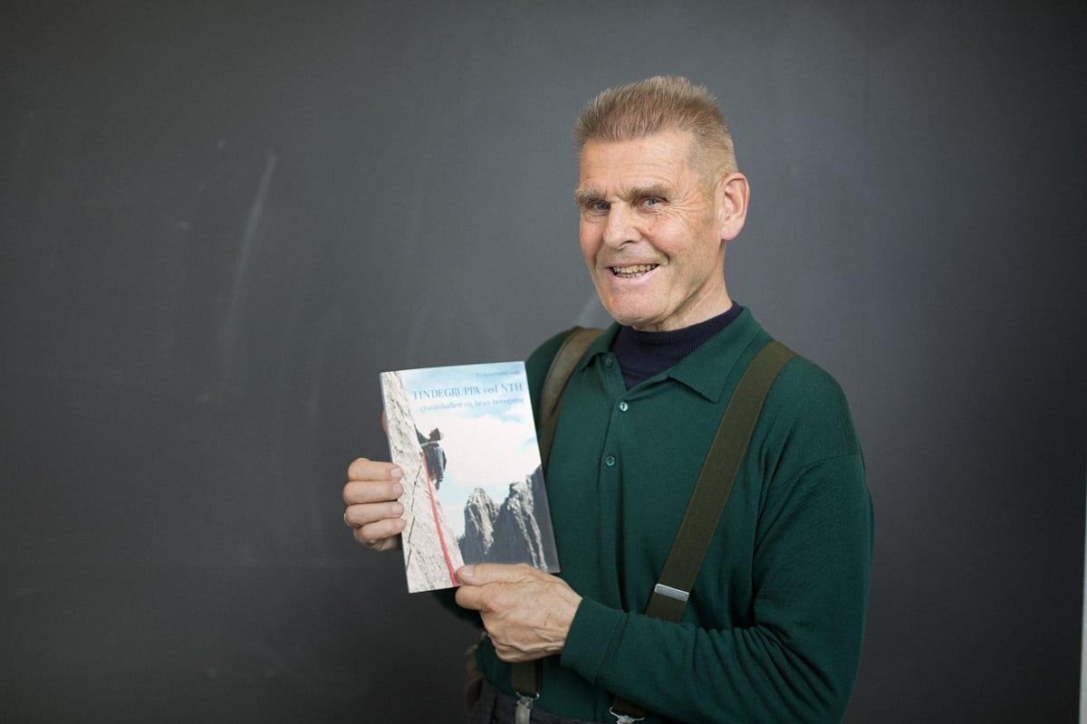 NY BOK: Nils Faarlund er en av forfatterne bak boka om Tindegruppas første år. Foto: Kristoffer Kippernes