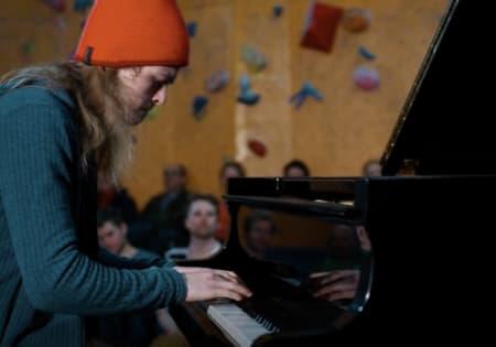 Isak Hungnes er 16 år gammel, og et stort talent innen både klatring og klaver.