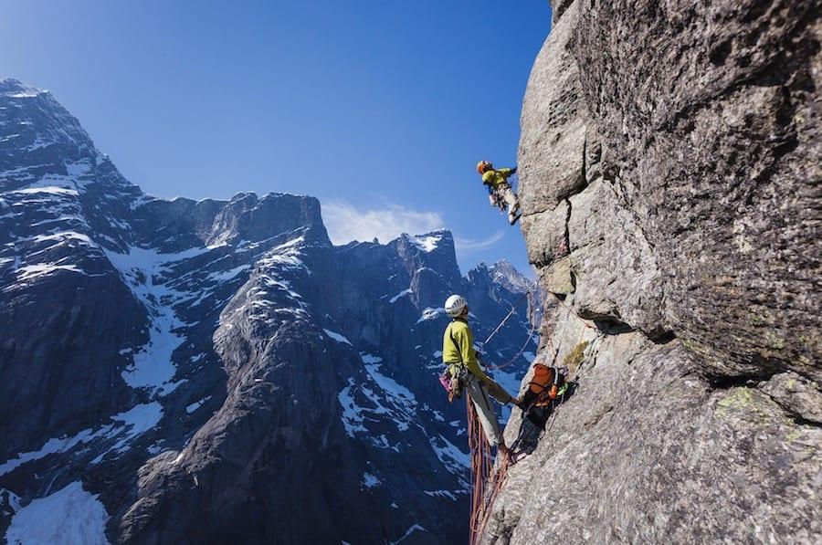 Er du like god som dette? Terje Aamodt er blant de aller beste klatrefotografene i Norge. Her fra ruta Gravrammer i Romsdalen. Se flere på terjeaamodt.com.