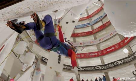Flyvende økser under verdenscupen i isklatring