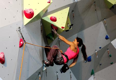Maria Davies Sandbu klatrer på Orkanger. Foto: Kjersti Solvoll Bakketun Tronvoll