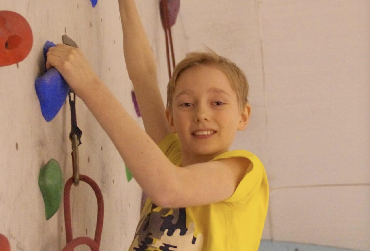 På led: Ask Aune Wold har nettopp fylt 13 år og han har klatret i 3 år. Hans mor er en erfaren klatrer, Linn Rasch Aune.