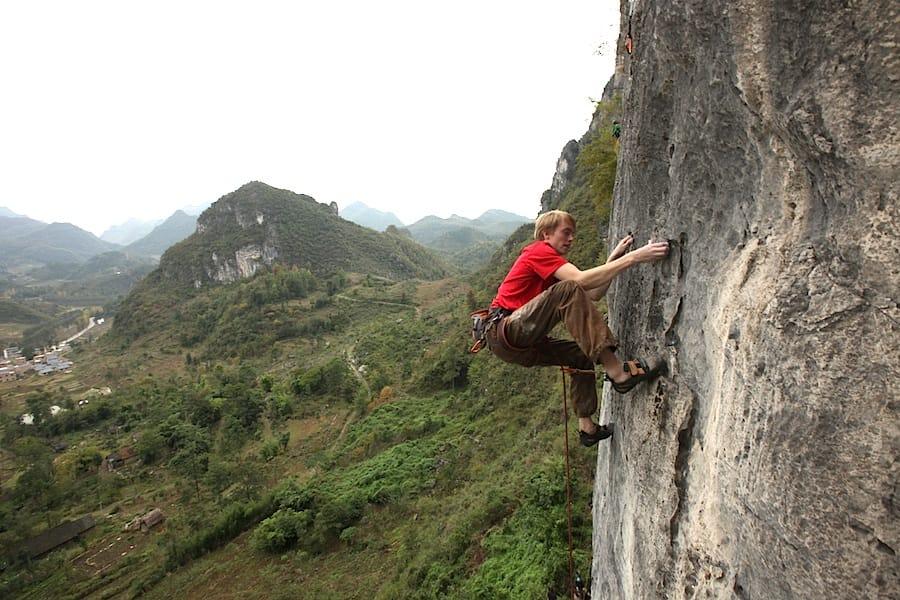 Martin Skaar Olslund klatrer i Getu i Kina. Foto: Dag Hagen