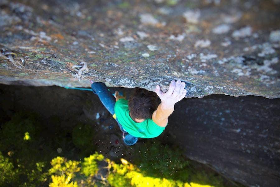 Kroppen belastes hardt under klatring, og sjansen for skader er stadig tilstede. Foto: Stian Christophersen