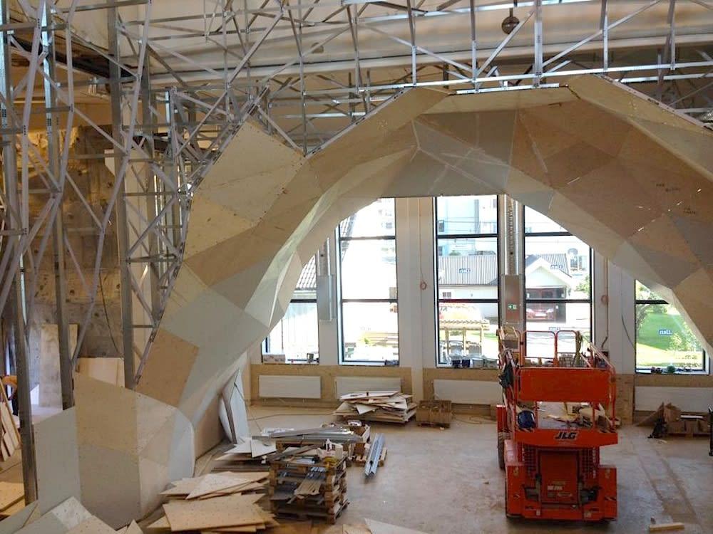 Nye vegger under montering på Lillehammer.