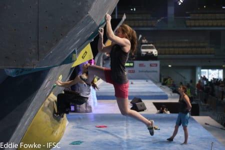 Tina Hafsaas sikrer bonus på hennes fjerde bulder. Foto: Eddie Fowke, IFSC