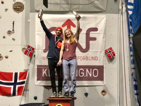 Våre nye Norgesmestere med kongepokal. Foto: Hans-Petter Wollebæk