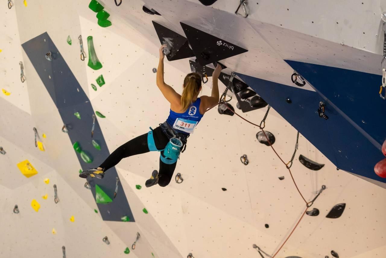 KLAR FOR NM: Amanda Buer tok sølv i forrige Norgescup i klassen jenter eldre junior. Foto: Henning Wang.