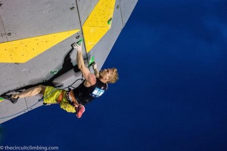 Magnus Midtbø klatrer semifinale i Briancon. Foto: Eddie Fowke/The Circuit World Cup and Performance Climbing Magazine