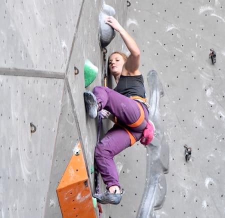 Tina Johnsen Hafsaas klatrer sin første kvalifisering i Puurs. Foto: Caroline Bøe