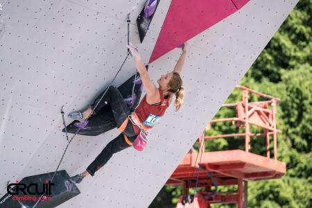 Tina Hafsaas i aksjon på hennes andre kvalifiseringsrute. Foto: Eddie Fowke ved The Circuit Climbing and Performance Magazine