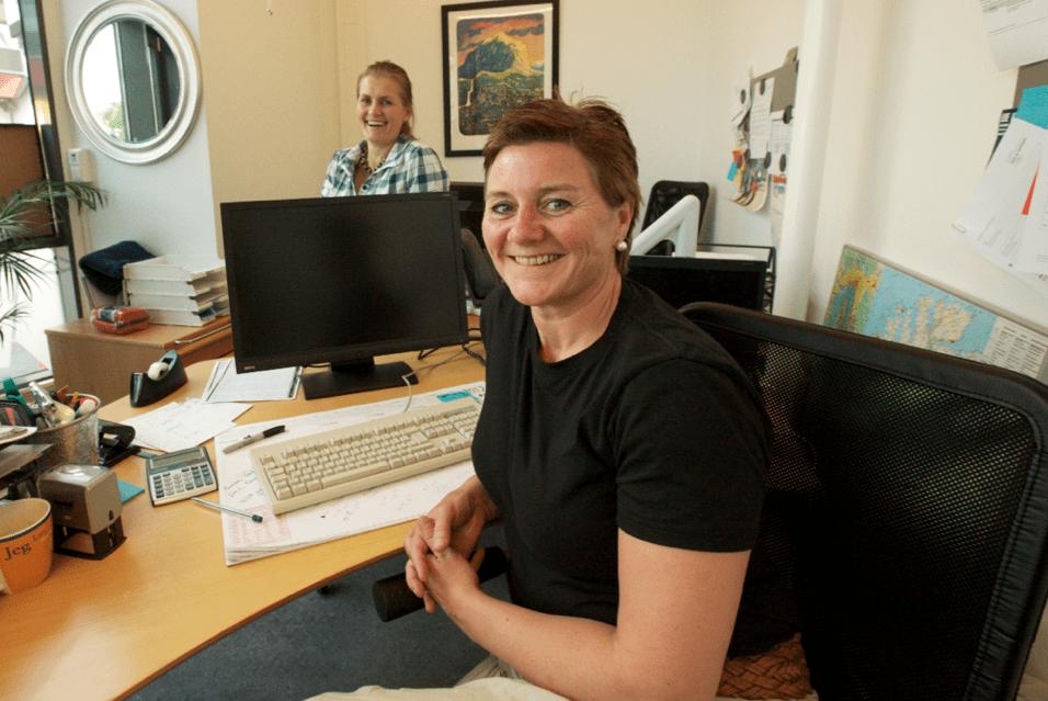 Kari Vanebo går av som generalsekretær i Klatreforbundet. Her avbildet sammen med mangeårig kollega Bjørg Liljedal som sluttet i fjor. Foto: Dag Hagen