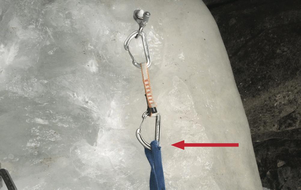 Slyngen som var koblet til isskruen som tok fallet, var nesten helt revet over. Foto: Martin Skaar Olslund