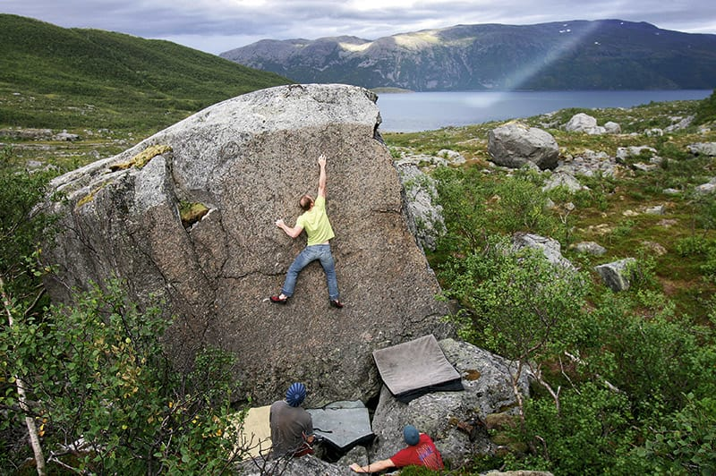TYNT: Øystein Andresen forsøker og repetere DJ Krimp (7A+). Foto: Laurent De Senarclens.