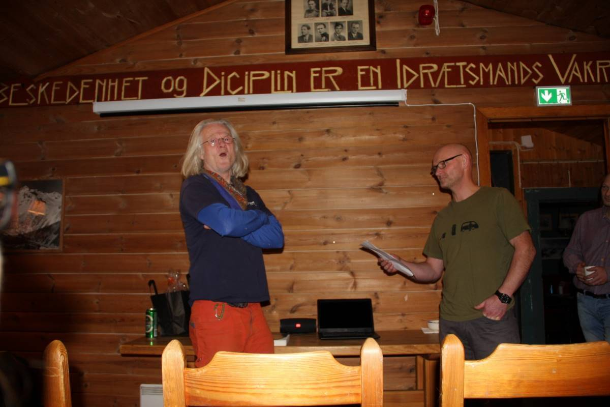 KLATRENESTOR: Tore Lundberg regnes som en klatrenestor på Møre, og nå blir han hedret som æresmedlem i Sunnmørsk klatreklubb. Foto: Sindre Dimmen