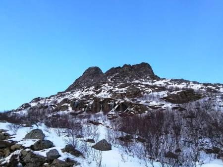 MJELLETINDENE: Anmarsj i tussmørket, knakende fin mixklatring og retur før mørkets frembrudd i januar i Nord-Norge, er absolutt levelig i en ellers travel hverdag. Foto: Kristian Vindvik