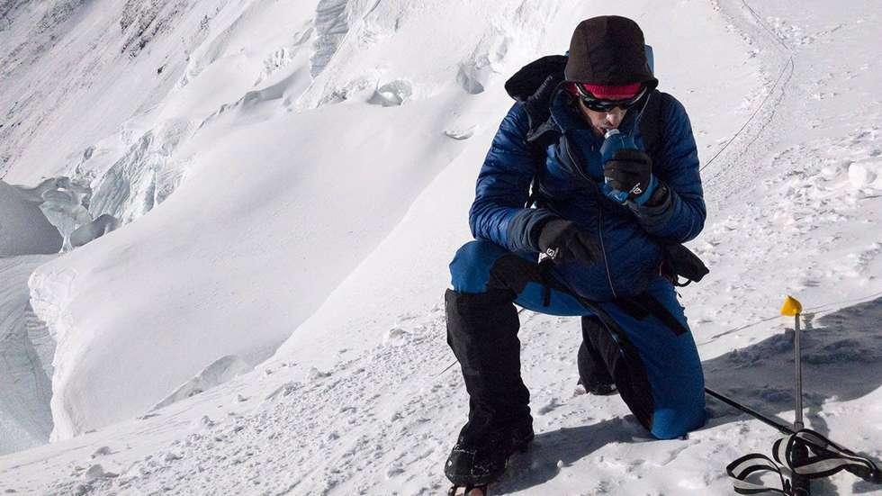 Killian Jornet på vei opp mot toppen av Mount Everest (8848 moh). Foto: Foto: Kilian Jornet/Summits of my life