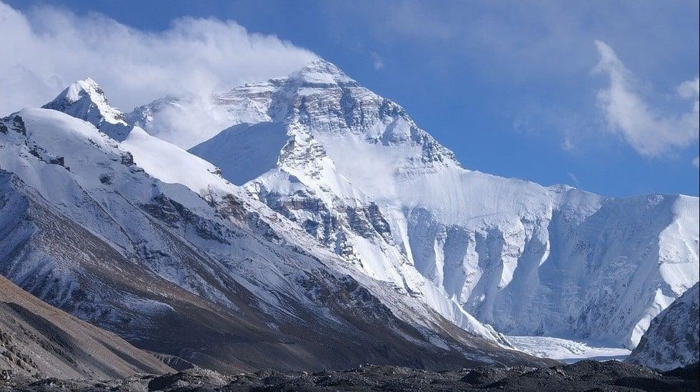 Vakre og hellige Mt Everest, eller Chomolungma som det heter i Nepal. Foto: Wikipedia.org