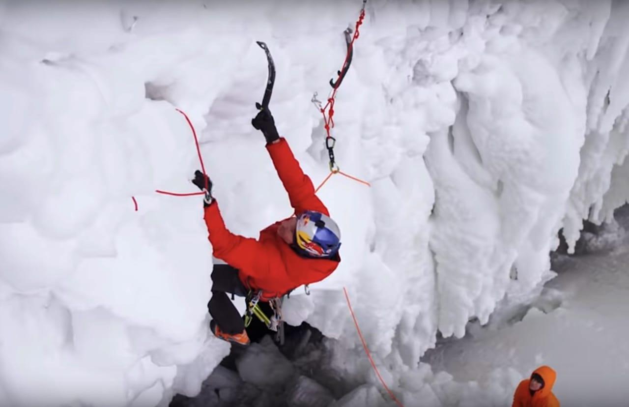 Will Gadd i Helmchen falls, uten å bruke boltene.